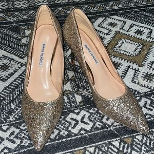 Gold sparkly high heel shoes women's 8 NWT